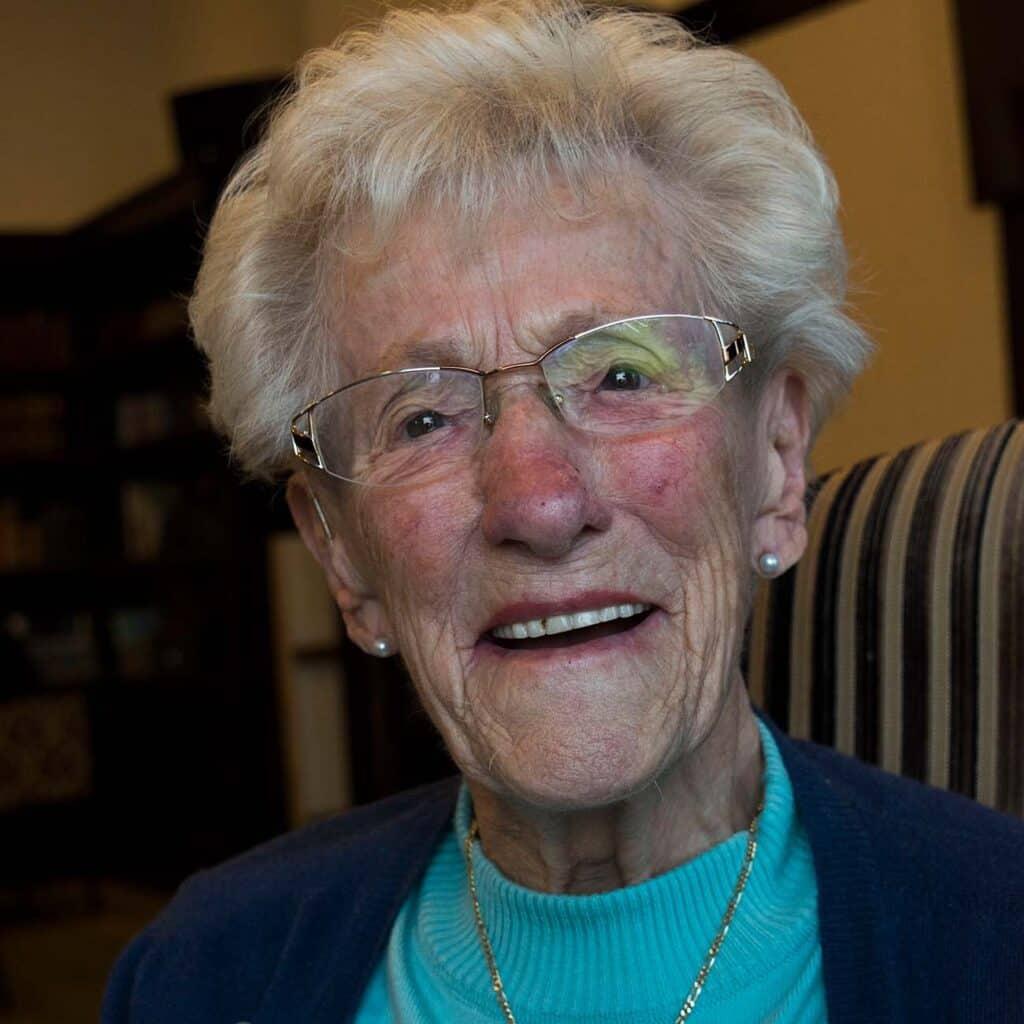 Portret van een Neeltje, deelneemster seniorencollege